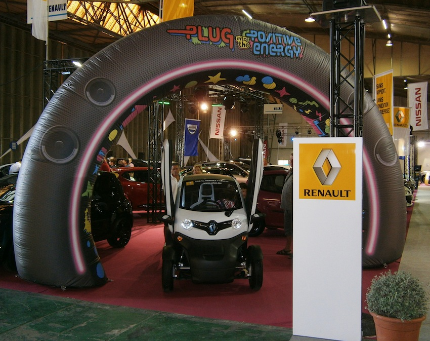 twizy star du salon de l 39 auto de fr jus renault cote d. Black Bedroom Furniture Sets. Home Design Ideas