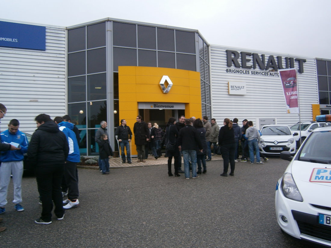 portes ouvertes chez renault brignoles renault cote d 39 azur le blogrenault cote d 39 azur le blog. Black Bedroom Furniture Sets. Home Design Ideas