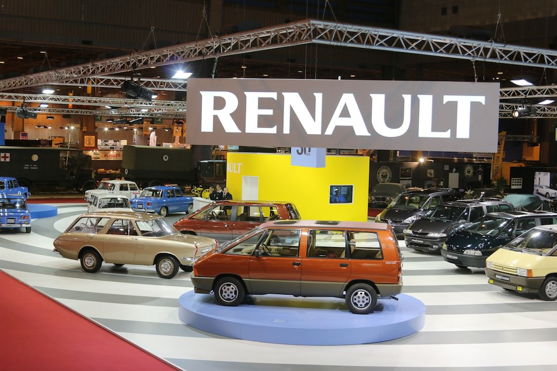 renault f tait trois anniversaires au salon r tromobile dont celui de la renault 8 gordini. Black Bedroom Furniture Sets. Home Design Ideas
