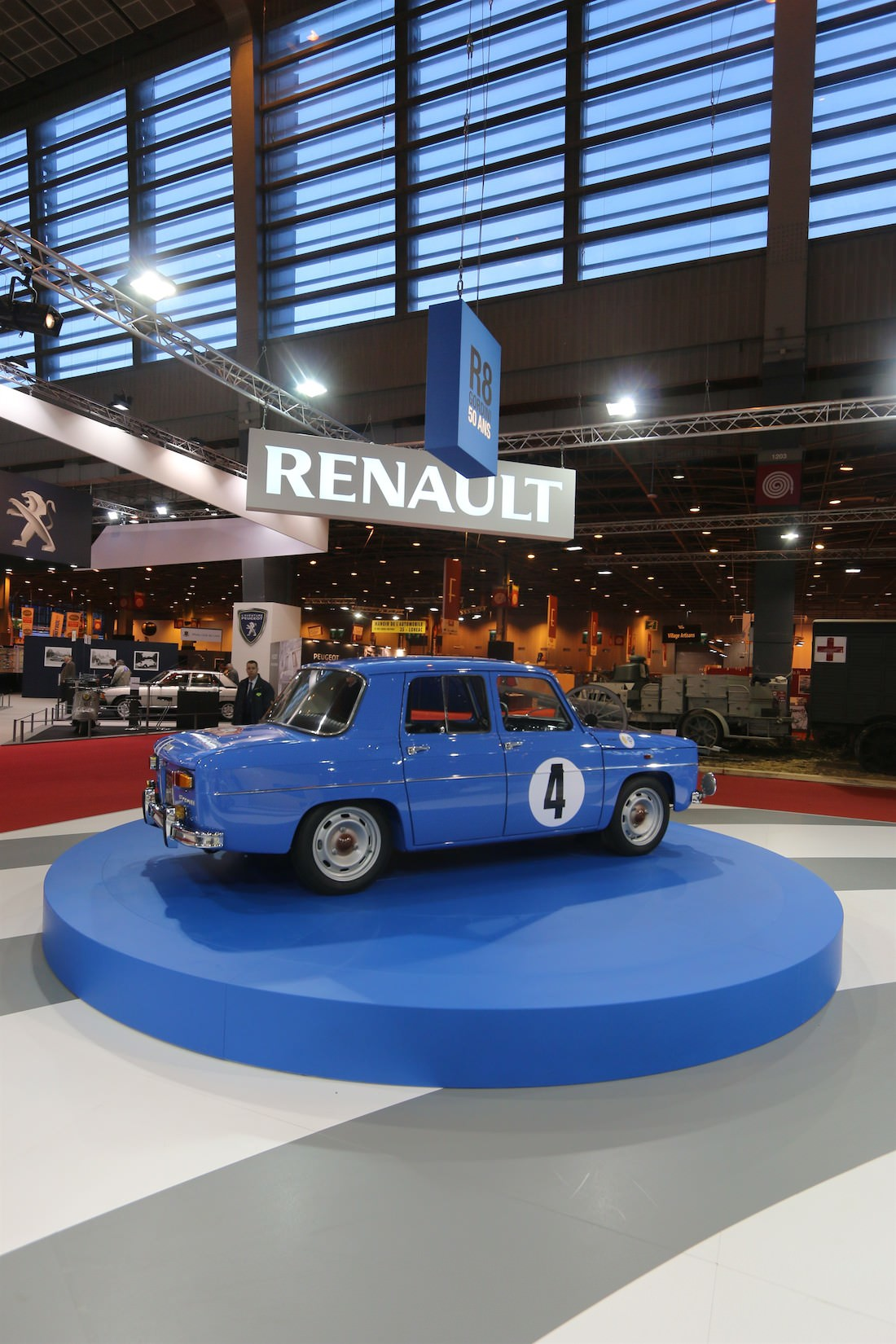 renault f tait trois anniversaires au salon r tromobile. Black Bedroom Furniture Sets. Home Design Ideas
