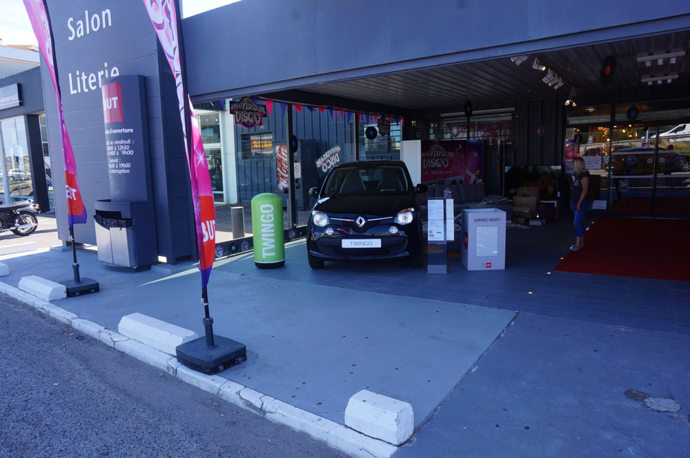 exposition de renault twingo chez but fr jus renault cote d 39 azur le blogrenault cote d 39 azur. Black Bedroom Furniture Sets. Home Design Ideas